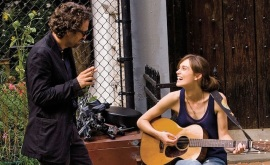 Mark Ruffalo and Keira Knightley in Can a Song Save Your Life?